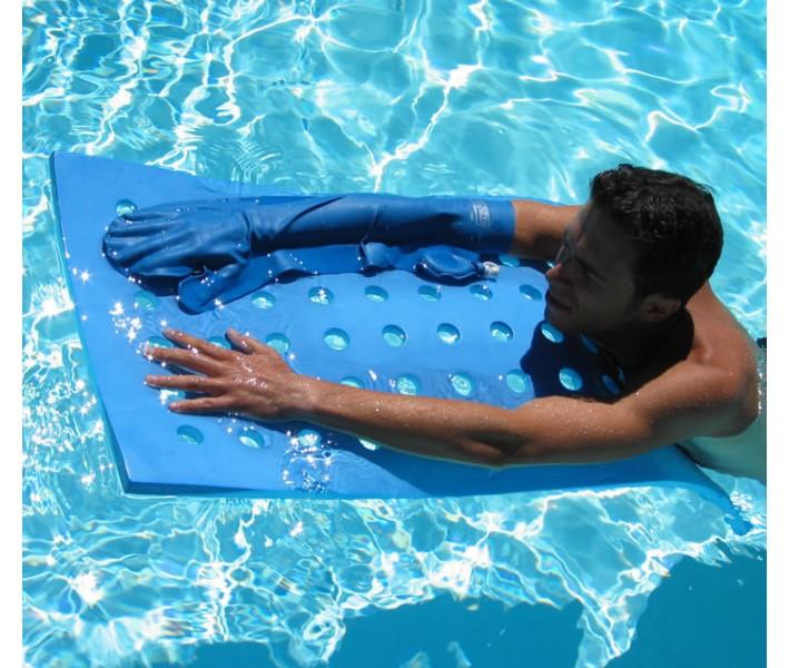 baigner avec un protège plâtre